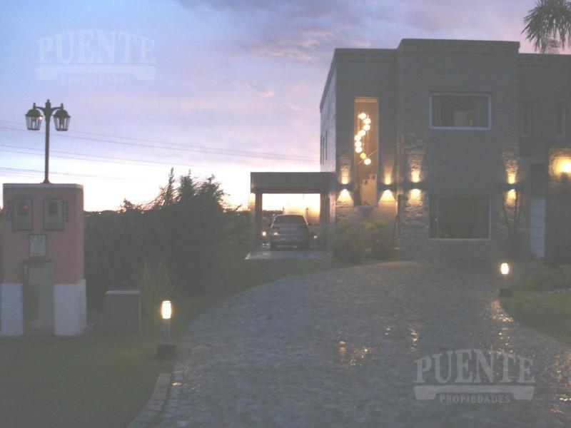 Foto Casa en Venta en  La Magdalena,  Countries/B.Cerrado (E. Echeverría)  La Magdalena I Casa Minimalista con Pileta!
