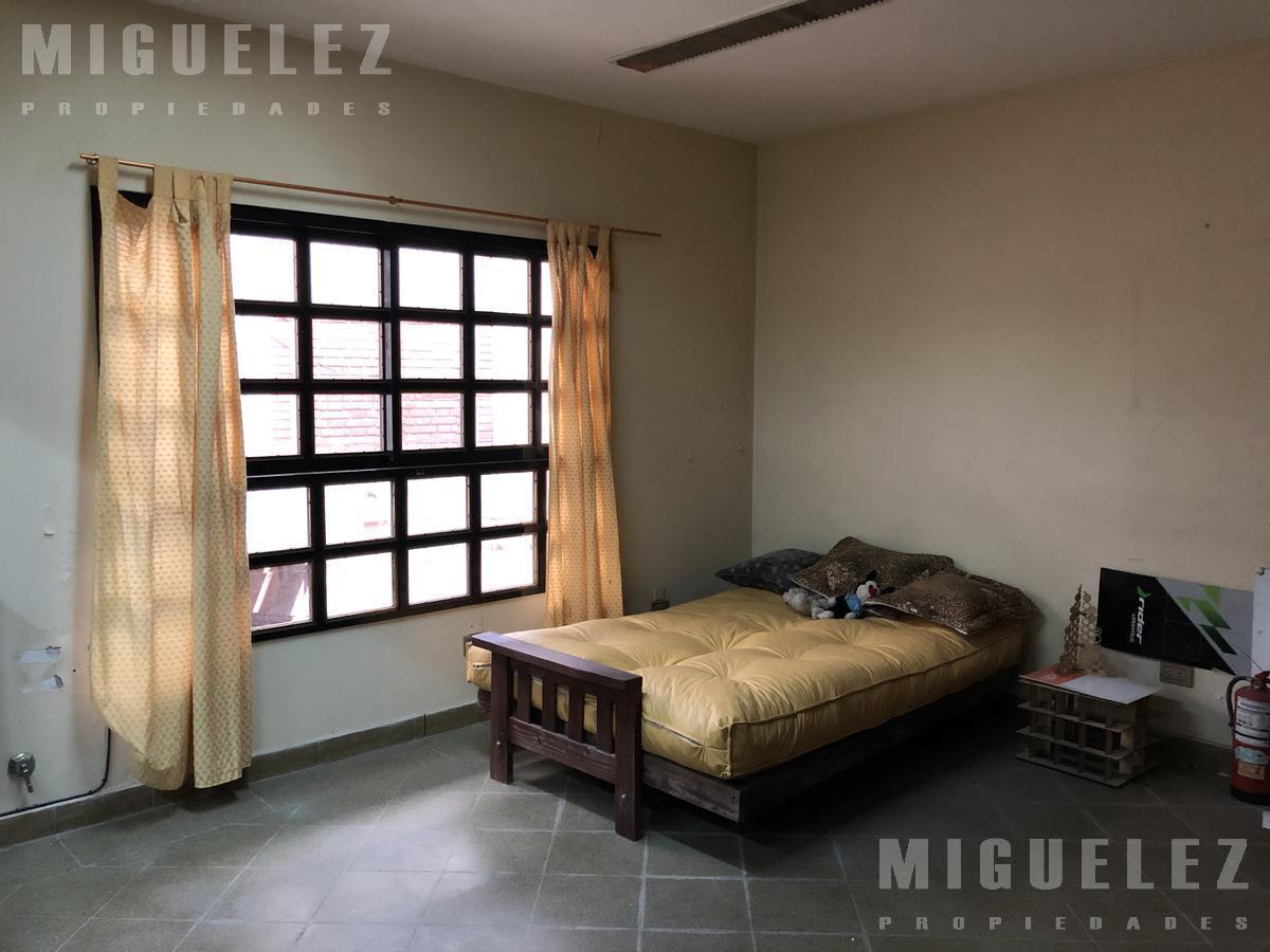 Foto Local en Venta en  Remedios De Escalada,  Lanus  AGUILAR 2275, ESCALADA