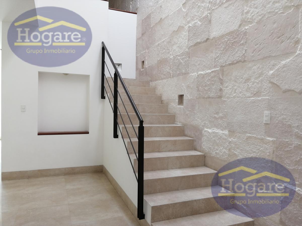 Excelente casa en renta al NORTE de la ciudad Fraccionamiento Barranca del Refugio León Gto.