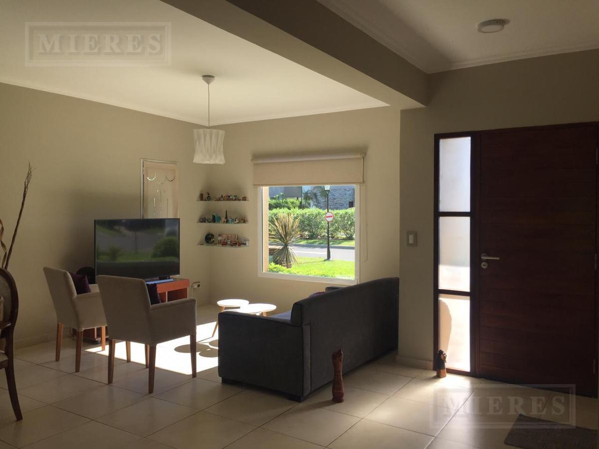 Casa en Venta en San Francisco Desarrollada en dos plantas -3 habitaciones-