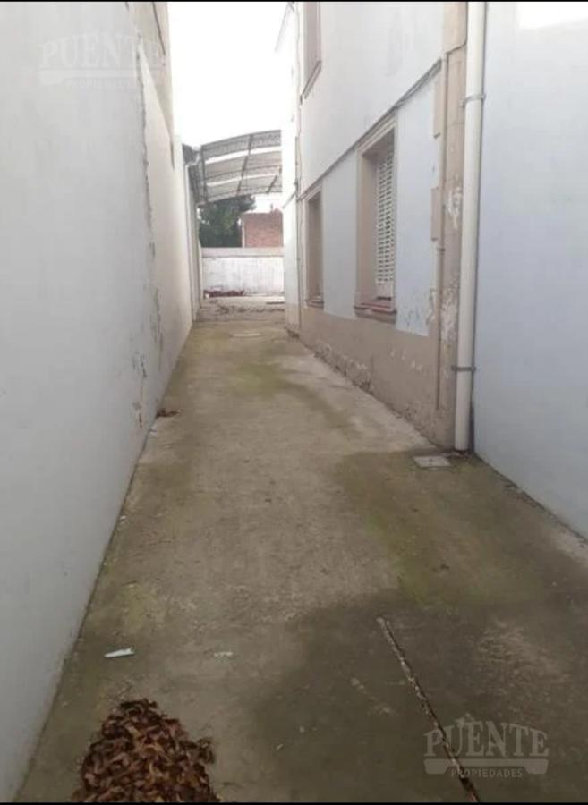 Foto Local en Alquiler en  Banfield Oeste,  Banfield  Avenida Hipólito Yrigoyen al 7800