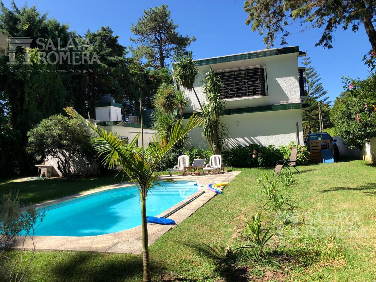 Foto Casa en Venta en  Cantegril,  Punta del Este  Casa Barrio Cantegril- 6 dormitorios- 6 baños- Piscina