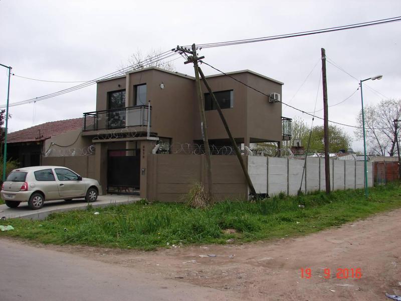 Foto Casa en Venta en  La Plata ,  G.B.A. Zona Sur  49 n°: 2972 ESQ. 154 BIS
