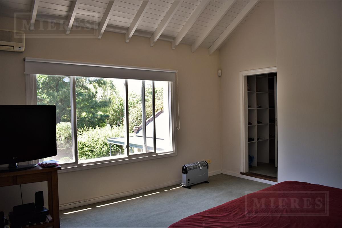 MIERES Propiedades- Casa de 165 mts cub  y 68 mts semic, en Lomas de Fatima