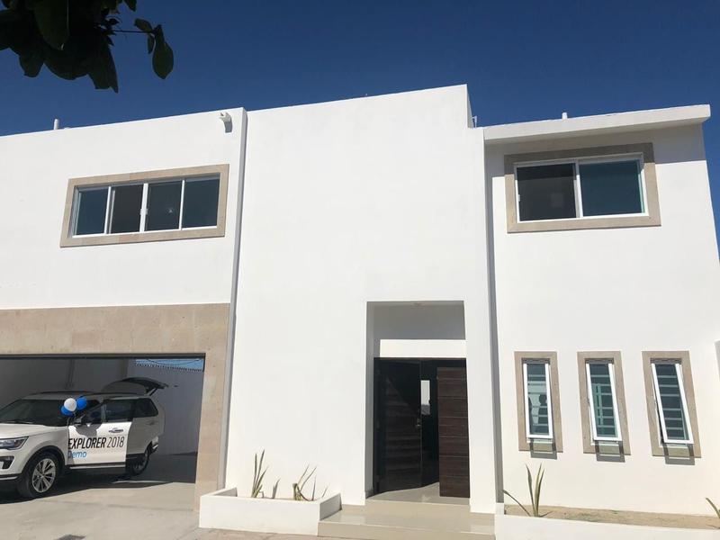 Foto Casa en Venta en  Adolfo Ruiz Cortines,  La Paz  CASA BUGAMBILIAS