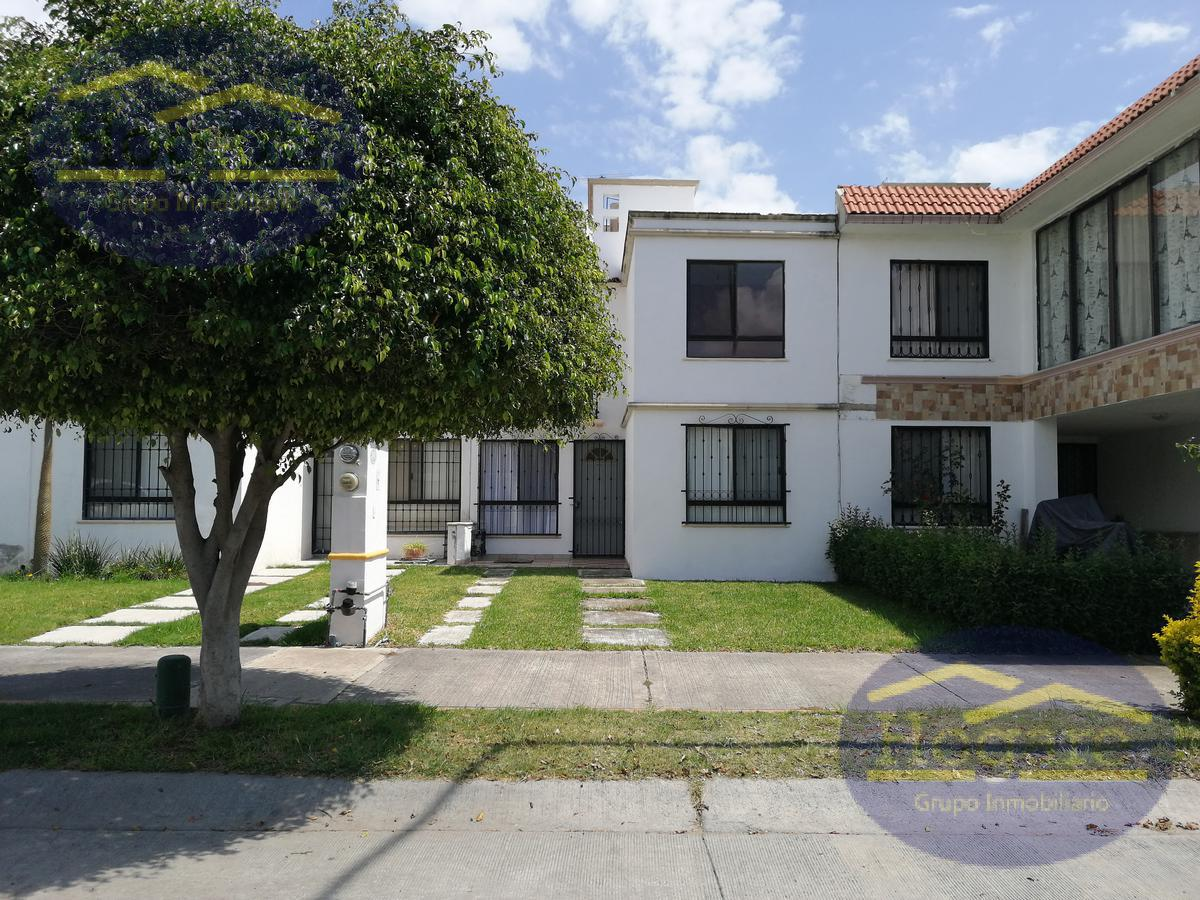 Casa en renta 3 recamarás una en planta baja Residencial Campo Viña León Gto.