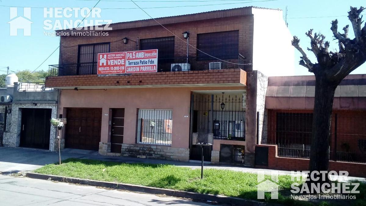Foto Casa en Venta en  Moron ,  G.B.A. Zona Oeste  Vicente Lopez 81