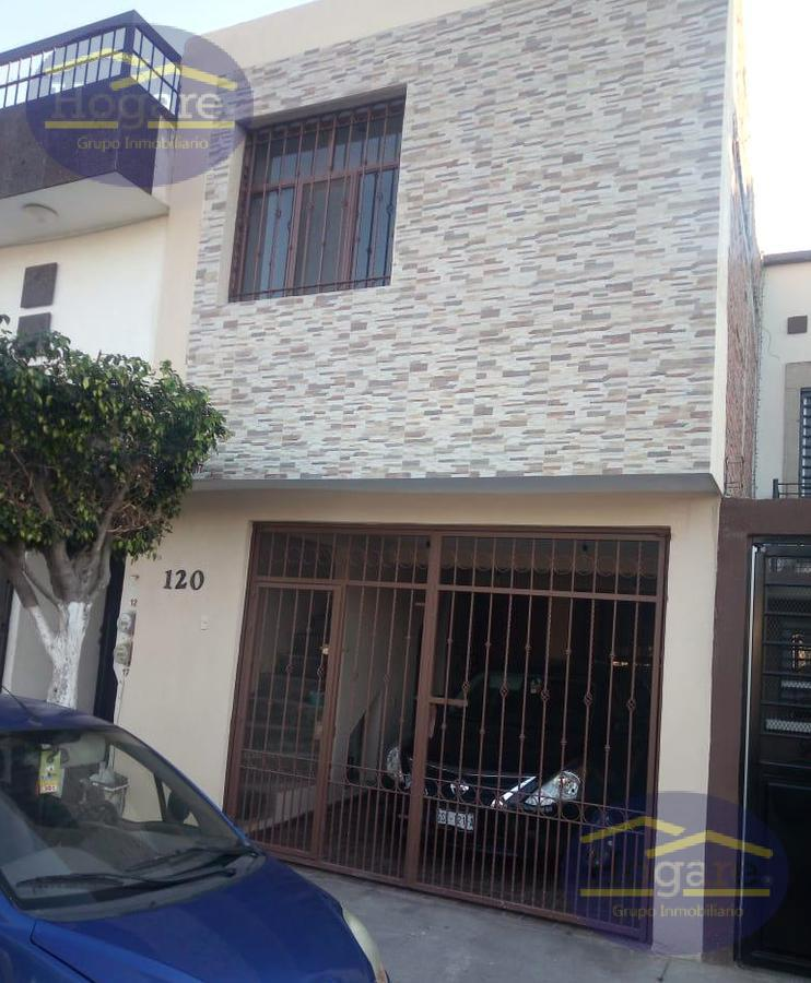 Casa en Venta de 4 recámaras en Colinas del Carmen al Sur de la ciudad de León Gto.