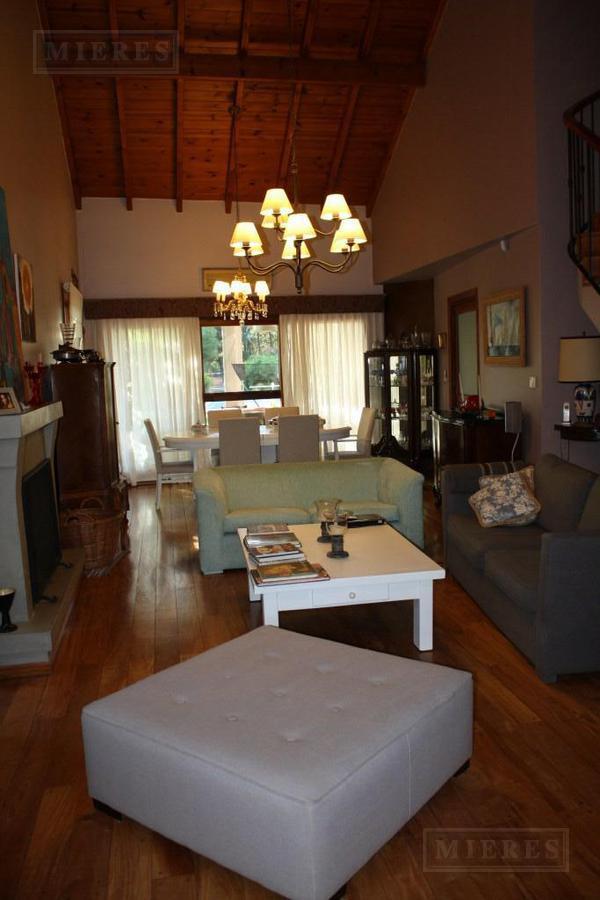 Mieres Propiedades - Casa de 300 mts en La Peregrina