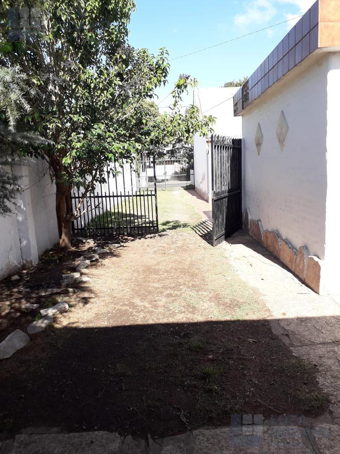 Foto Casa en Venta en  Marq.De Sobremonte,  Cordoba Capital  Roman de Chavez 300