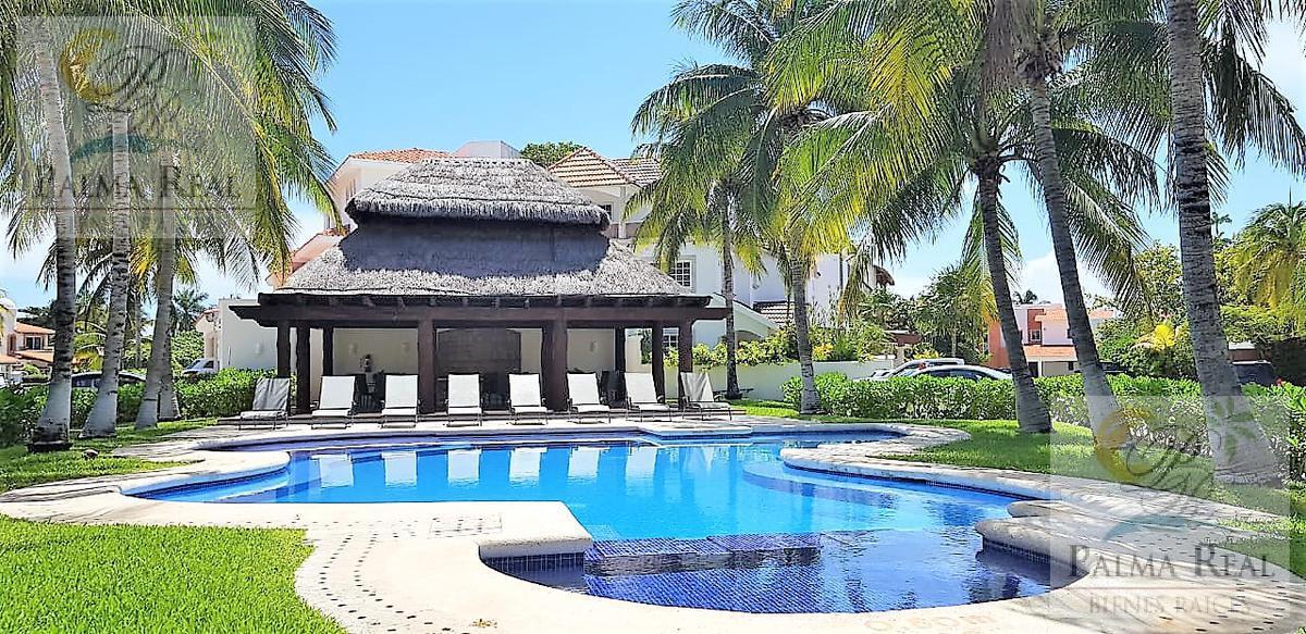 Foto Casa en Venta en  Zona Hotelera,  Cancún  CASA EN OFERTA  EN RESIDENCIAL PRIVADO CON 320MT2 DE TERRENO