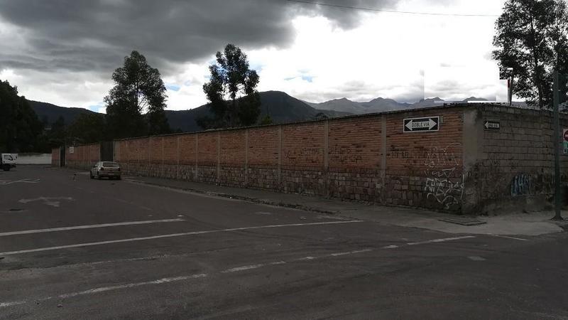 Foto Depósito en Venta | Alquiler en  Sur de Quito,  Quito  Propiedad Galpón Terreno de Venta