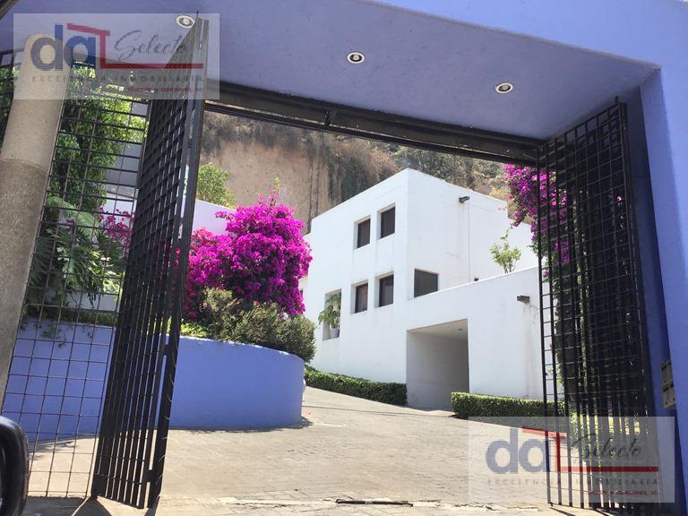 Foto Casa en Venta en  Lomas de Tecamachalco,  Naucalpan de Juárez  Excelente Casa en Cerrada con doble vigilancia - Lomas de Tecamachalco