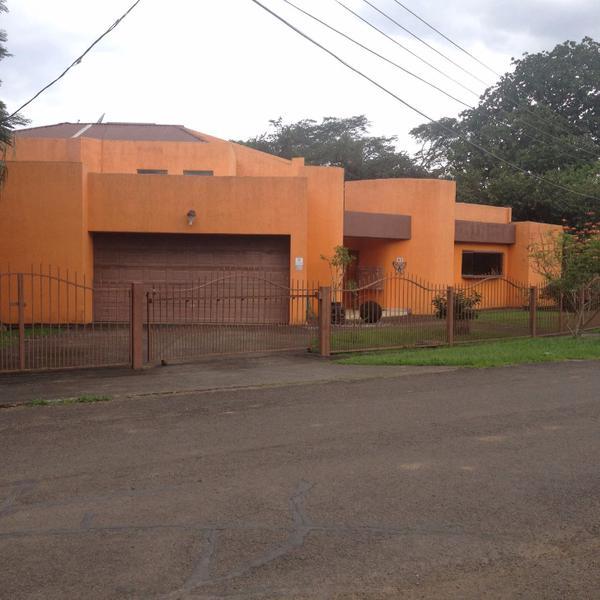 Foto Casa en Venta |  en  Guacima,  Alajuela  PRECIOSA CASA EN DOS PLANTAS VISTAS, AREAS VERDES, MUY ARBOLADA. HACIENDA LOS REYES.