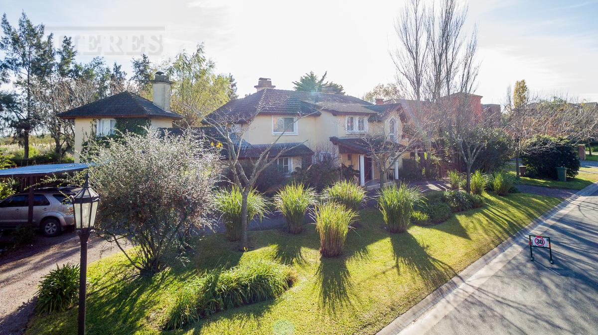 Santa Barbara - Casa en venta (Apto crédito)