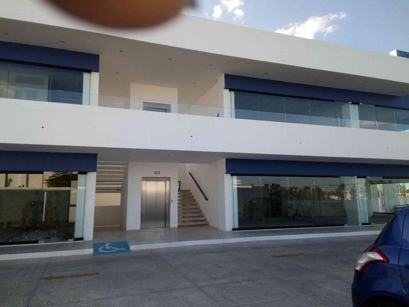 Foto Oficina en Renta en  Montecarlo Norte,  Mérida  Locales en renta en Plaza comercial con giro médico Periférico Norte