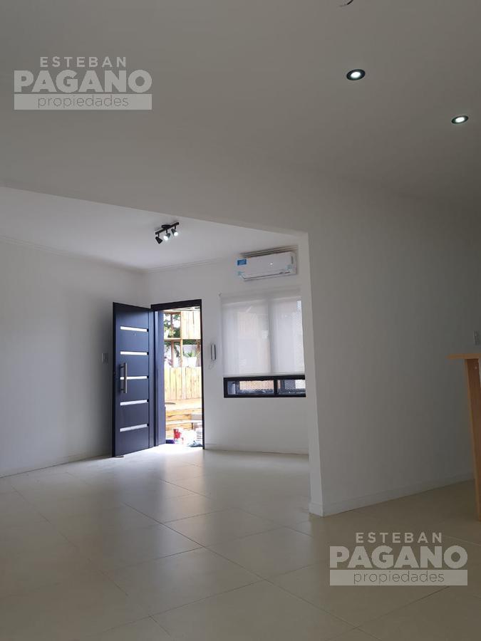 Foto Casa en Venta en  Manuel B Gonnet,  La Plata      Camino Belgrano e 508 y 509