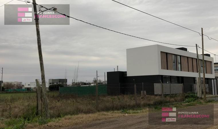 Foto Terreno en Venta en  Manuel B Gonnet,  La Plata  5 esq 499