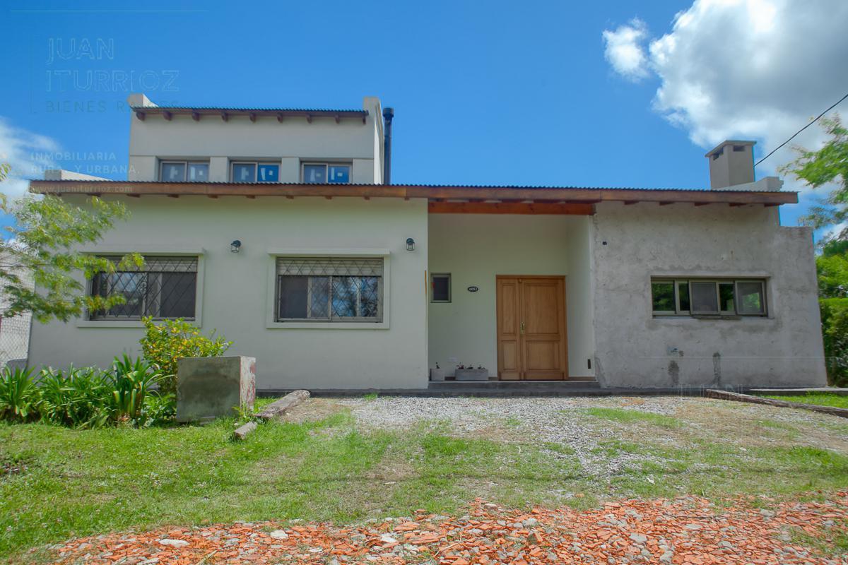Foto Casa en Venta en  City Bell,  La Plata  155bis y 447bis - Las Banderitas