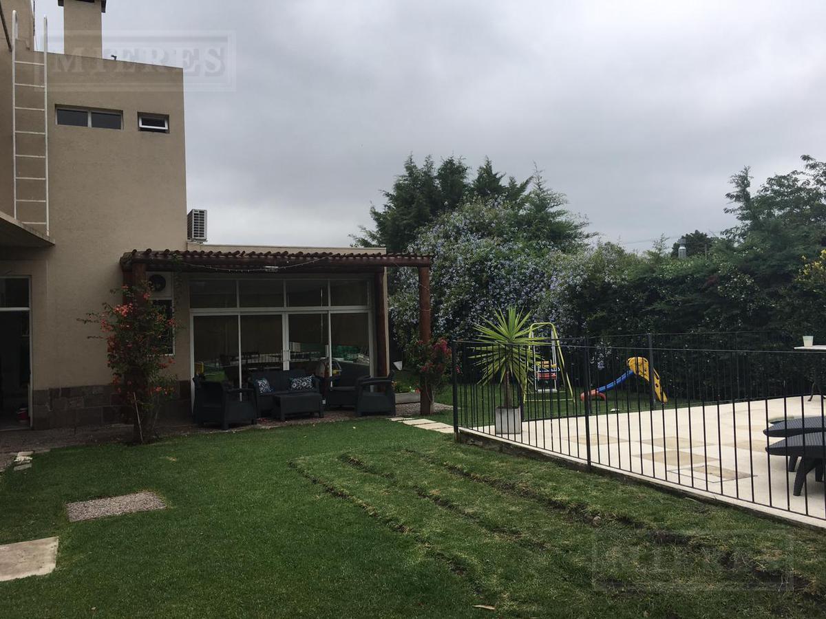 Casa de 220 mts en Los Abedules
