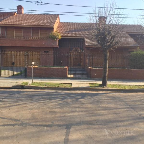 Foto Casa en Venta en  Monte Grande,  Esteban Echeverria  Azcuenaga 761