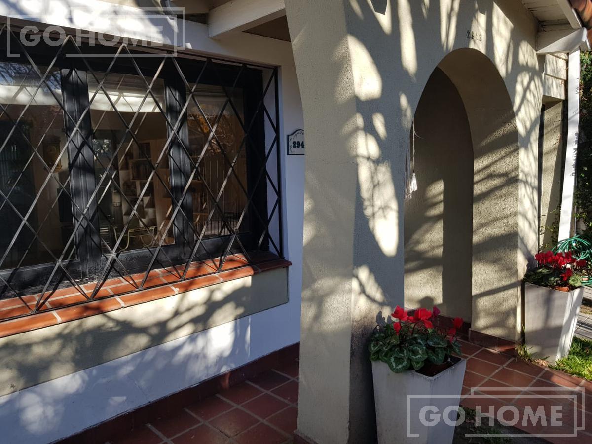 Foto Casa en Venta en  Castelar,  Moron  Mar Chiquita al 2900