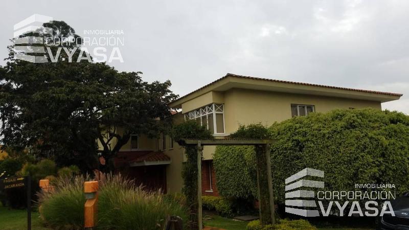 Foto Casa en Venta en  Cumbayá,  Quito  LA VIÑA, CASA CON TERRENO GRANDE EN VENTA, 350 M2