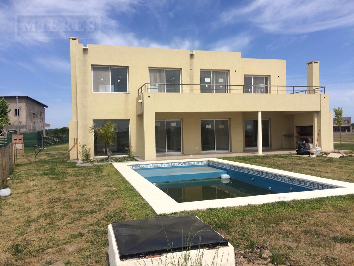 Casa en venta con renta  en Puertos Barrio Acacias .