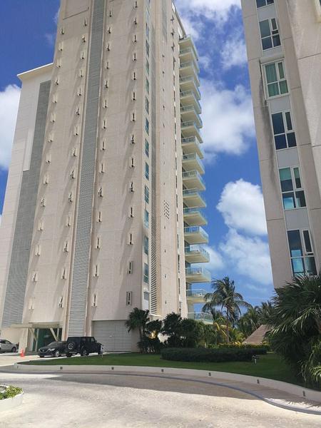Foto Departamento en Venta en  Puerto Cancún,  Cancún     REMATE-  MAGNIFICO DEPARTAMENTO EN CANCUN TOWERS 2 REC. - CANCUN