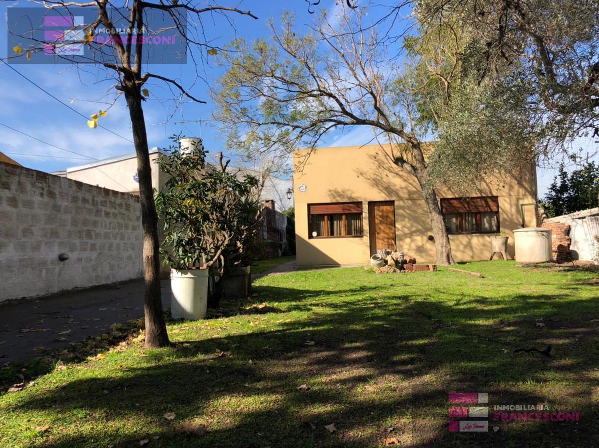 Foto Casa en Venta en  La Plata,  La Plata  525  E 136 Y 137