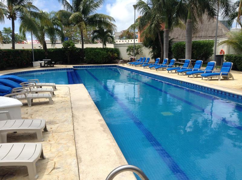 Foto Casa en Venta en  Supermanzana 50,  Cancún  AVE NICHUPTE  QUINTA MADERIRA cumaru 57