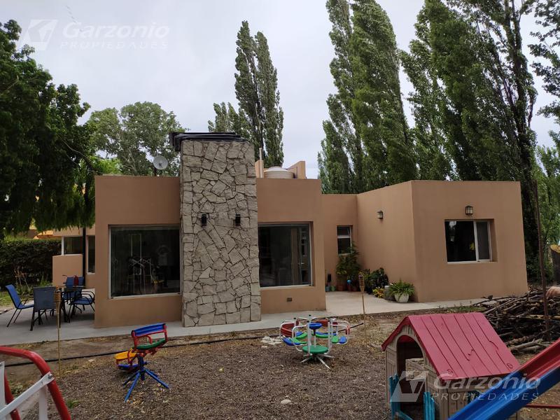 Foto Casa en Venta en  Trelew ,  Chubut  Barrio Los Pinos