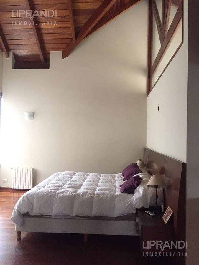 Foto Casa en Venta en  Jockey Club,  Cordoba  CELSO BARRIOS al 1500