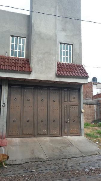 renta Casa Nueva, en San Juan de los Lagos con espacio de uso comercia