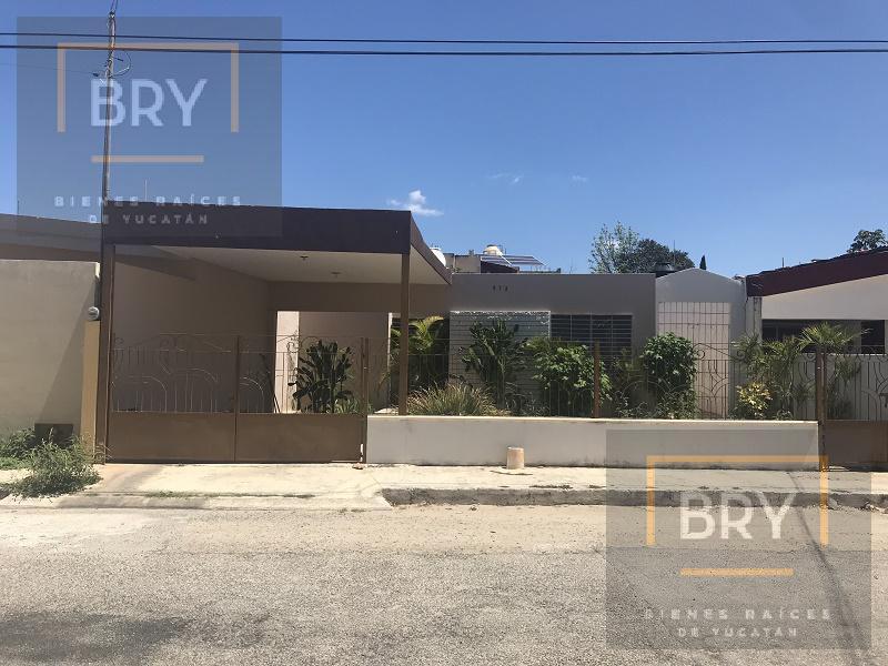 Foto Casa en Venta en  Fraccionamiento Los Pinos,  Mérida  En venta casa de una planta y 3 recámaras en Los Pinos