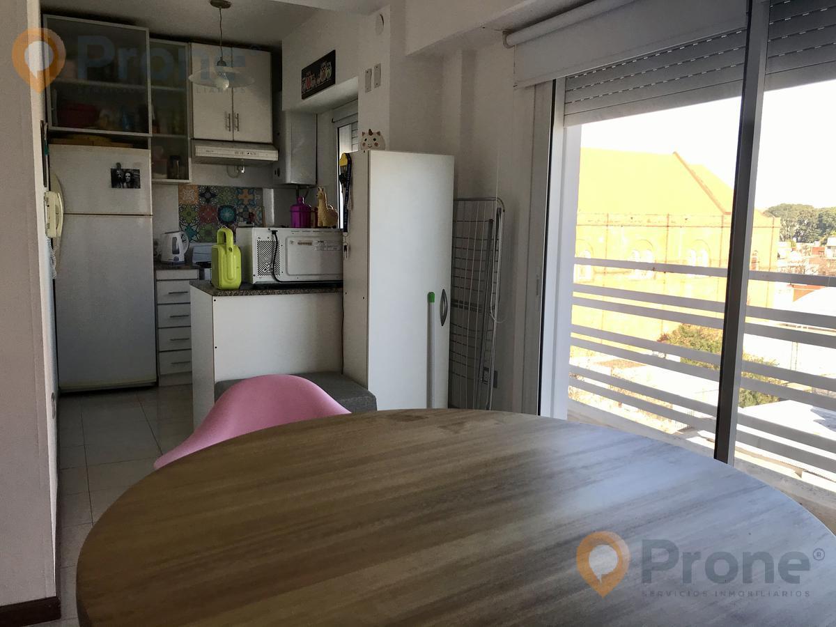 Foto Departamento en Venta en  Pichincha,  Rosario  Riccheri y Salta - Reciclado a Nuevo - 2 Dormitorios