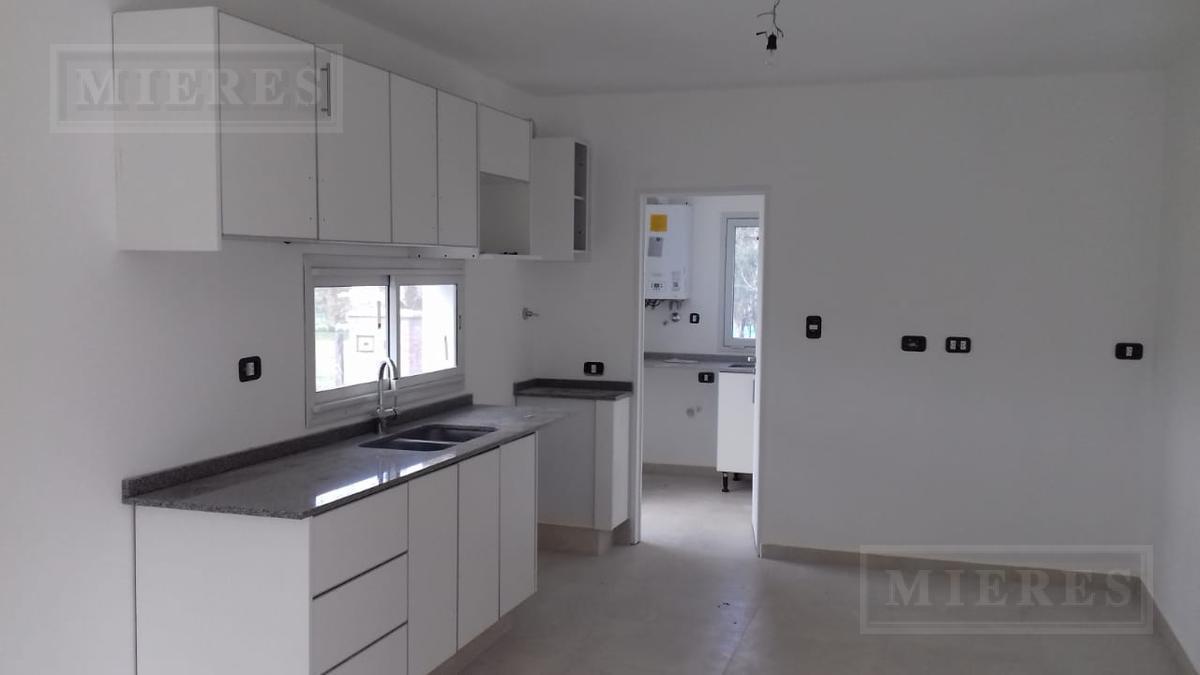 Casa en venta sobre lote interno entorno arbolado  Barrio San Matias