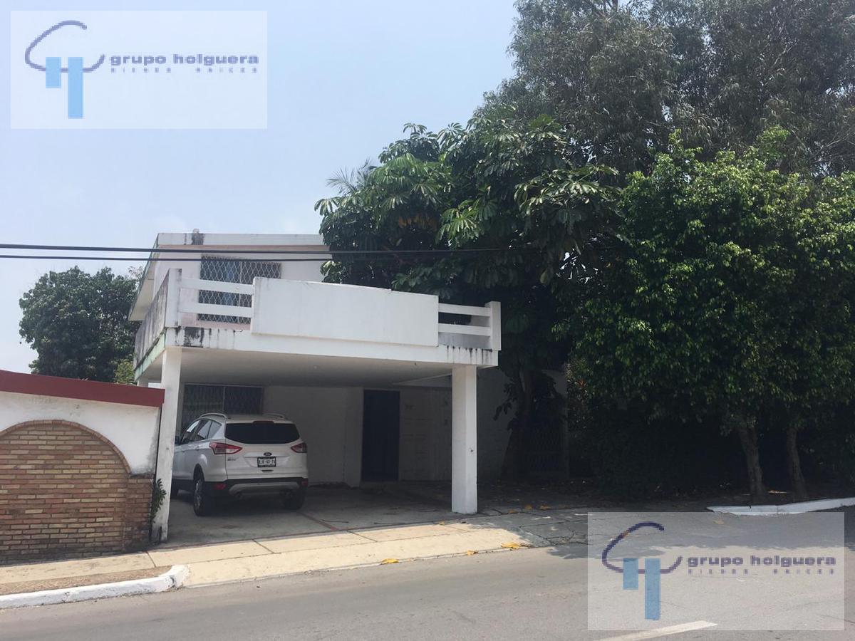 Foto Casa en Venta en  Petrolera,  Tampico  CASA EN VENTA CALLE FRANCITA  COLONIA PETROLERA TAMPICO TAM