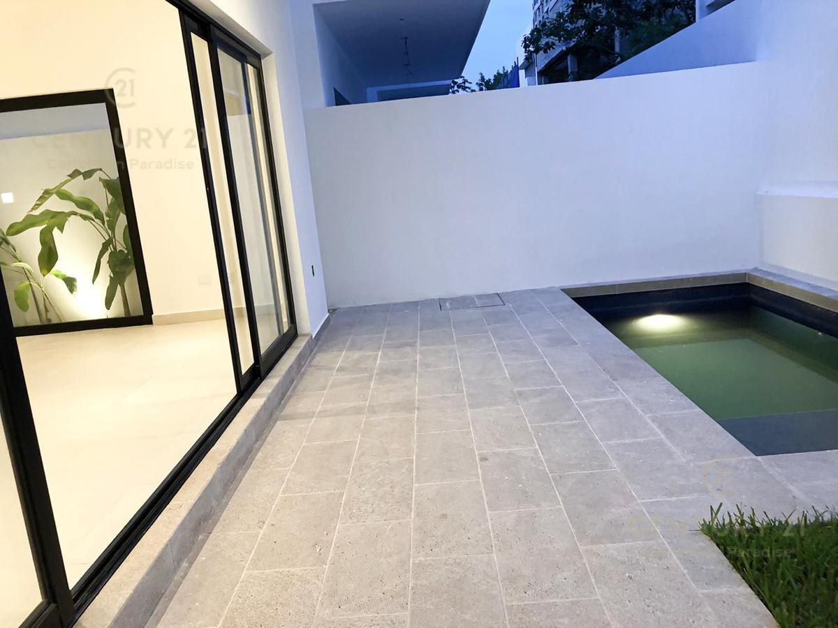Foto Casa en Venta en  Cancún,  Benito Juárez  CASA NUEVA EN VENTA CANCÚN AV. HUAYACAN A POCOS MINUTOS DE LA PLAYA C2572