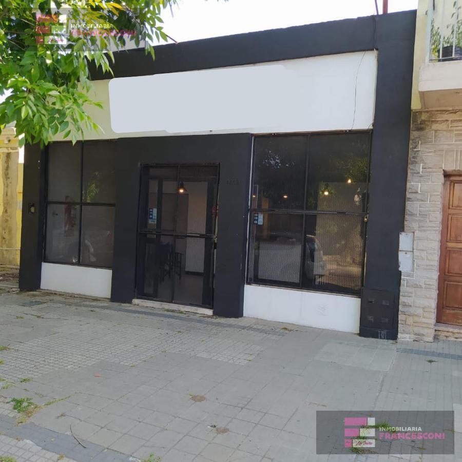 Foto Local en Alquiler en  La Plata,  La Plata  3 71 y 72
