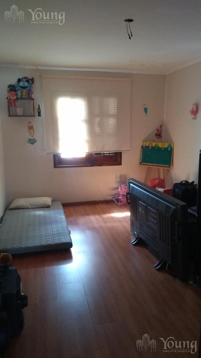 Foto Casa en Venta en  Bernal Este,  Quilmes  Catro Barros al 300
