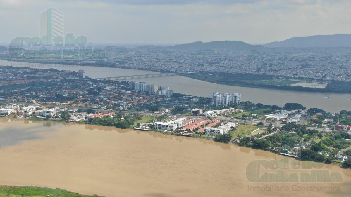 Foto Terreno en Venta en  Samborondón,  Guayaquil  VENDO MACROLOTE AL PIE DE VIA SAMBORONDON