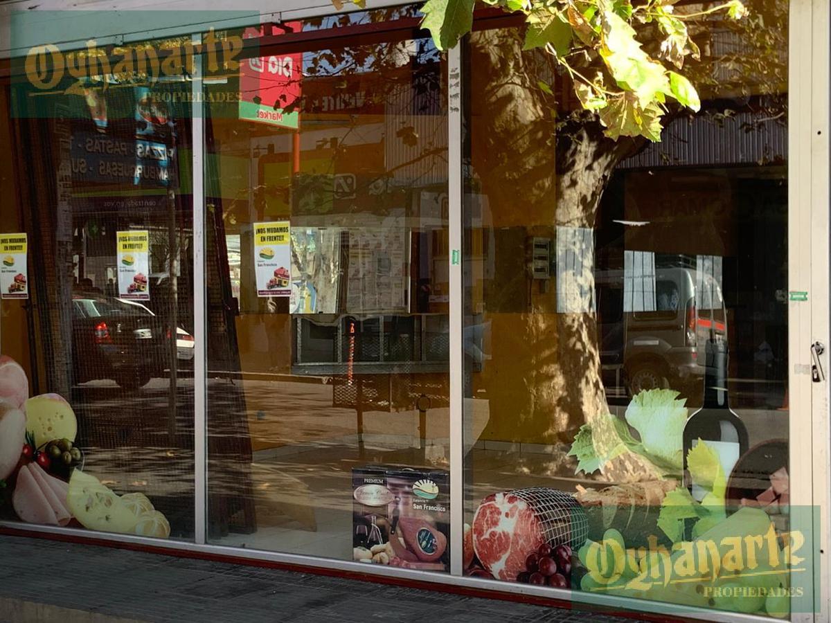 Foto Local en Alquiler en  Moron ,  G.B.A. Zona Oeste  Independencia al 100