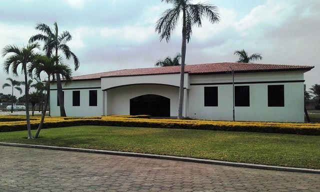 Foto Terreno en Venta |  en  Samborondón,  Guayaquil  TERRENO MULTIFAMILIAR ISLA MOCOLI