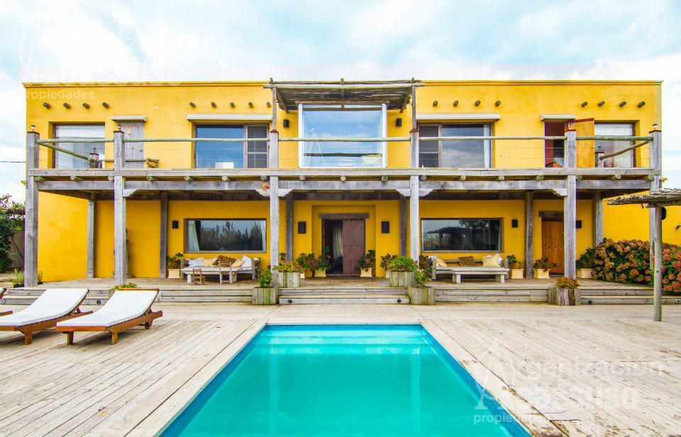 Foto Casa en Alquiler temporario en  Maldonado ,  Maldonado  EXCELENTE casa con vista directa al mar en La Barra en Altos de Punta Piedras
