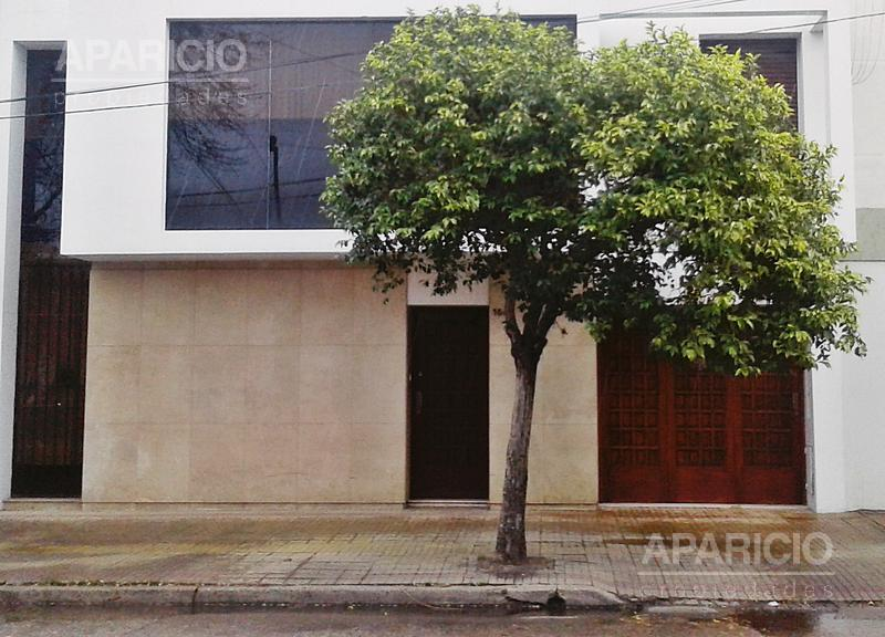 Foto Casa en Venta |  en  La Plata ,  G.B.A. Zona Sur  18 entre 66  y 67