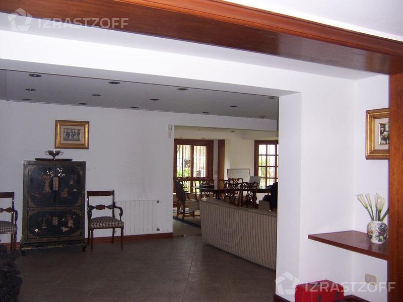 Casa-Venta-Acassuso-Ricardo Gutierrez 900 e/Int. Alfaro y Urquiza