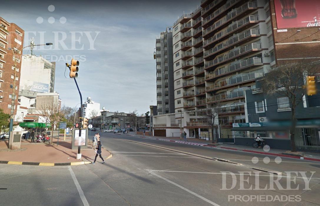 Foto Local en Alquiler en  Pocitos ,  Montevideo  Aprox 21 DE SETIEMBRE  Y SARMIENTO