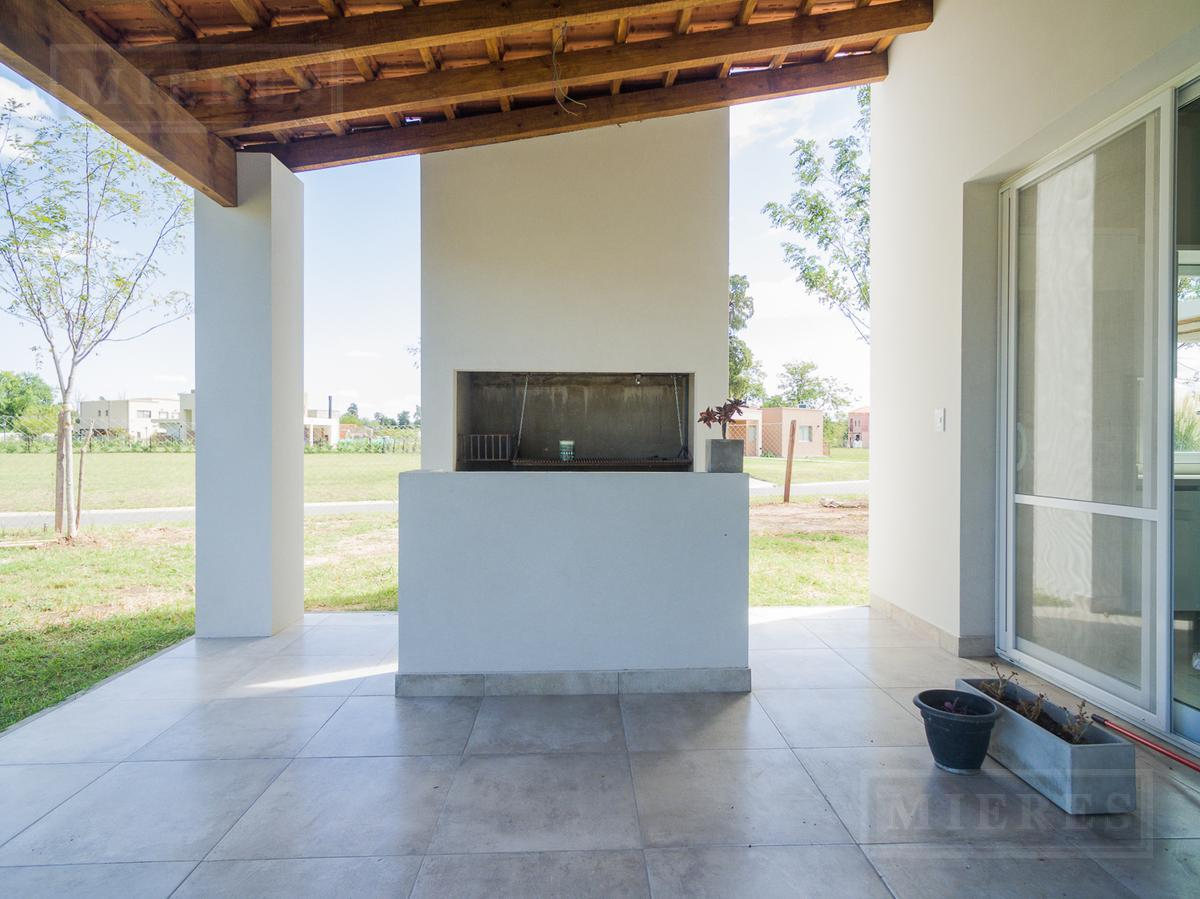 Casa en venta con renta en San Matias