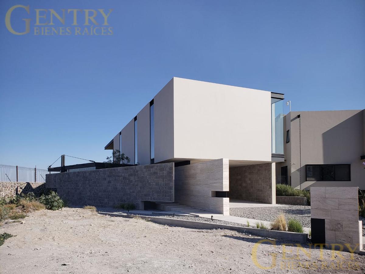 Foto Casa en Venta en  Fraccionamiento El Campanario,  Querétaro  Estrene Amplia Residencia en Venta